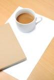 Papel em branco, copo de café e livro Imagem de Stock