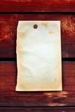 Papel em branco no fundo de madeira foto de stock royalty free