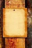Papel em branco no fundo de madeira imagens de stock