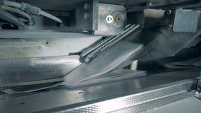 Papel em um transporte imprimindo, equipamento da tipografia video estoque
