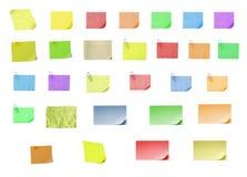 Papel en blanco aislado del post-it encendido con el fondo Foto de archivo libre de regalías