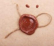Papel en blanco con el sello de la cera. Imagenes de archivo
