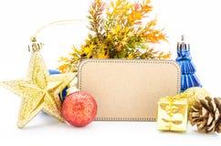 Papel en blanco de la etiqueta y la Navidad de la decoración Foto de archivo libre de regalías