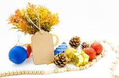 Papel en blanco de la etiqueta y la Navidad de la decoración Fotos de archivo