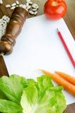 Papel en blanco y verduras frescas Foto de archivo libre de regalías