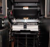 Papel en máquina de impresión en offset Foto de archivo libre de regalías