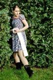 Papel higiénico da terra arrendada da mulher Fotos de Stock