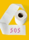 Papel higiénico, tabuletas no fundo amarelo Imagens de Stock Royalty Free