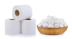 Papel higiénico y algodón en la cesta Imágenes de archivo libres de regalías