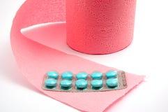 Papel higiénico y píldoras Imagenes de archivo