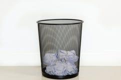 Papel inútil no lixo Fotos de Stock