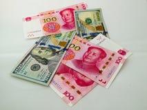 Papel moeda do dólar americano de RMB e Fotografia de Stock