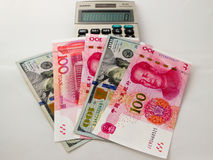 Papel moeda do dólar americano de RMB e Fotos de Stock Royalty Free