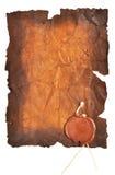 Papel muy viejo con un sello de la cera imagen de archivo