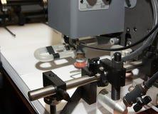Papel na máquina impressa offset fotografia de stock royalty free