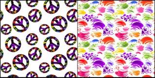 Papel pintado blanco inconsútil abstracto de la colección con los movimientos del cepillo y símbolo de paz coloridos del hippie c Foto de archivo libre de regalías