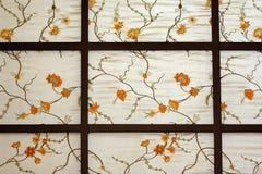 Papel pintado chino con las flores y los vástagos Foto de archivo libre de regalías