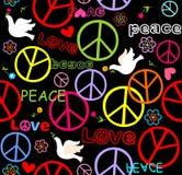 Papel pintado del hippie con símbolo y las palomas de paz Foto de archivo