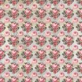 Papel pintado lamentable rosado y rojo antiguo del modelo de la repetición de la rosa de la elegancia fotos de archivo libres de regalías
