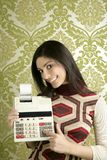 Papel pintado retro de la calculadora de la mujer del contable Foto de archivo