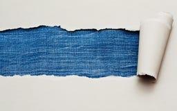 Papel rasgado com espaço para o texto, textura das calças de brim Imagens de Stock Royalty Free
