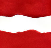 Papel rasgado rojo que revela un fondo blanco Fotografía de archivo libre de regalías
