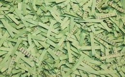 Papel shredded verde como um fundo Imagens de Stock Royalty Free