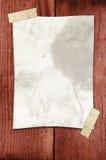Papel sujetado con cinta adhesiva a una pared Fotos de archivo libres de regalías