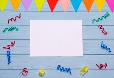 Papel vazio branco com fitas coloridas ao redor Fotos de Stock Royalty Free