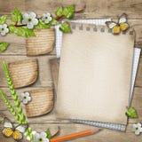 Papel vazio com fundo de madeira de florescência do ramo da cereja imagens de stock