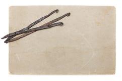 Papel velho com os feijões de baunilha isolados Imagem de Stock