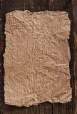 Papel velho na madeira envelhecida Foto de Stock Royalty Free
