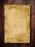 Papel velho na placa de madeira Fotos de Stock Royalty Free