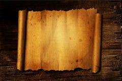 Papel velho na terra traseira de madeira Fotografia de Stock