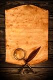 Papel velho vazio na perspectiva de uma madeira envelhecida Imagens de Stock Royalty Free