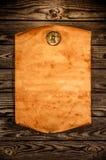 Papel velho vazio na perspectiva de uma madeira envelhecida Fotos de Stock