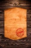 Papel velho vazio na perspectiva de uma madeira envelhecida Fotos de Stock Royalty Free