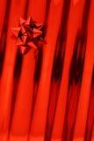 Papel vermelho da curva e do presente Foto de Stock