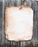 Papel viejo clavado a una cerca de madera Foto de archivo libre de regalías
