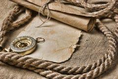 Papel viejo con el compás y la cuerda imágenes de archivo libres de regalías