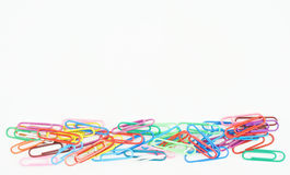 Papel viejo del clip colorido en parte inferior Foto de archivo libre de regalías
