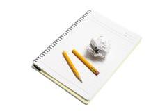 Papel Waste e lápis quebrado na almofada de nota Fotos de Stock Royalty Free