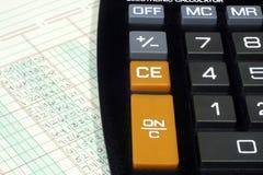 Papel y calculadora de libro mayor Fotos de archivo libres de regalías