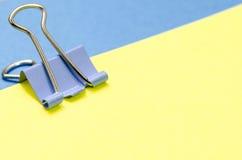 Papel y clip Imágenes de archivo libres de regalías
