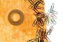 Papel y clip viejos Imagen de archivo