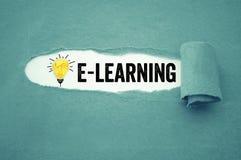Papeleo con aprendizaje electrónico fotos de archivo