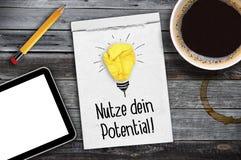 Papeleo con la palabra alemana para el uso su potencial - potencial del dein del nutze fotos de archivo libres de regalías