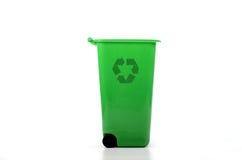 Papelera de reciclaje plástica verde vacía   Imagen de archivo libre de regalías