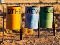 Papeleras de reciclaje coloridas en la naturaleza Imágenes de archivo libres de regalías