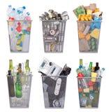 Papeleras de reciclaje con el papel, el plástico, el vidrio, el metal, y la basura electrónica Fotografía de archivo libre de regalías